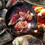 Мясо с брусникой на углях